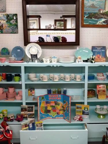 Ohio Antiques - Vintage Decorative Plates at Aunties Antique Mall