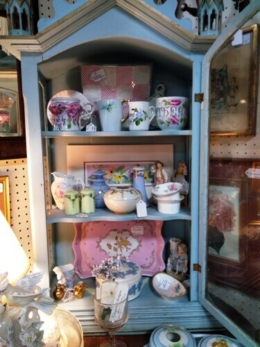 Ohio Antiques - Vintage Shelf, Vases, Dolls, Brass, Trays, Candlesticks at Aunties Antique Mall